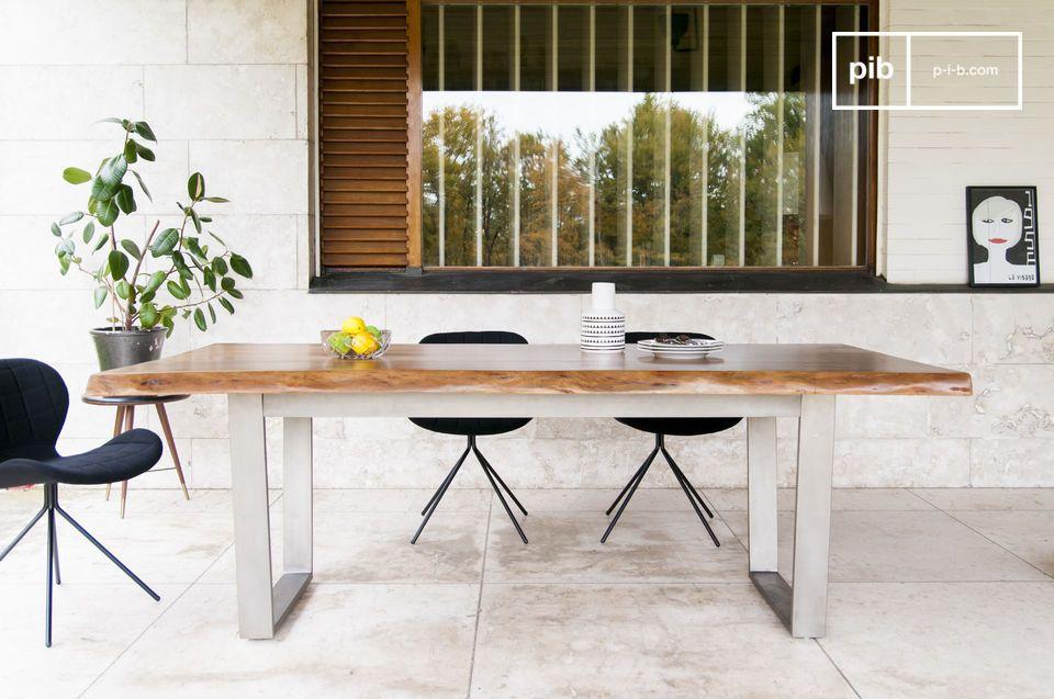 Una bandeja de madera excepcional para una mesa con un diseño atemporal