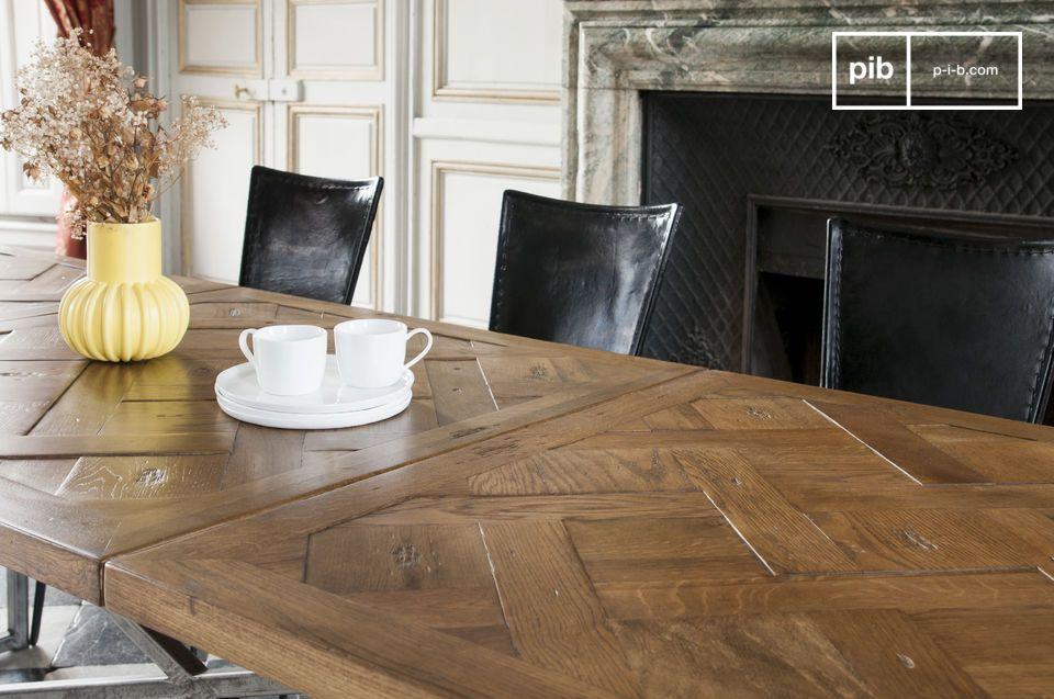 Un montaje meticuloso para una mesa de estilo vintage exitosa