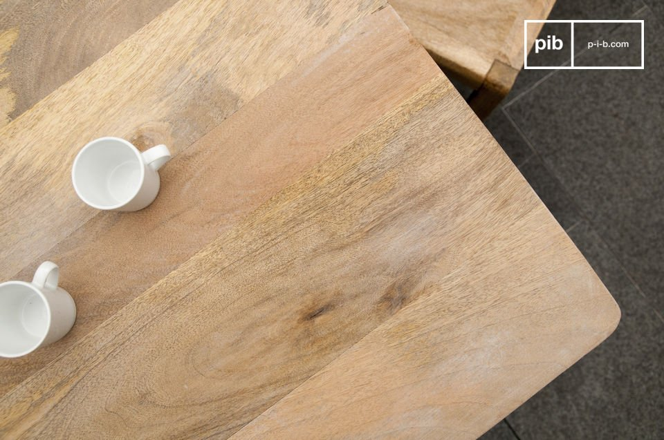 Totalmente una mesa madera maciza