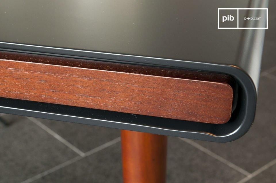 La mesa Nordby es un gran ejemplo de la madera utilizada en el diseño de muebles escandinavos