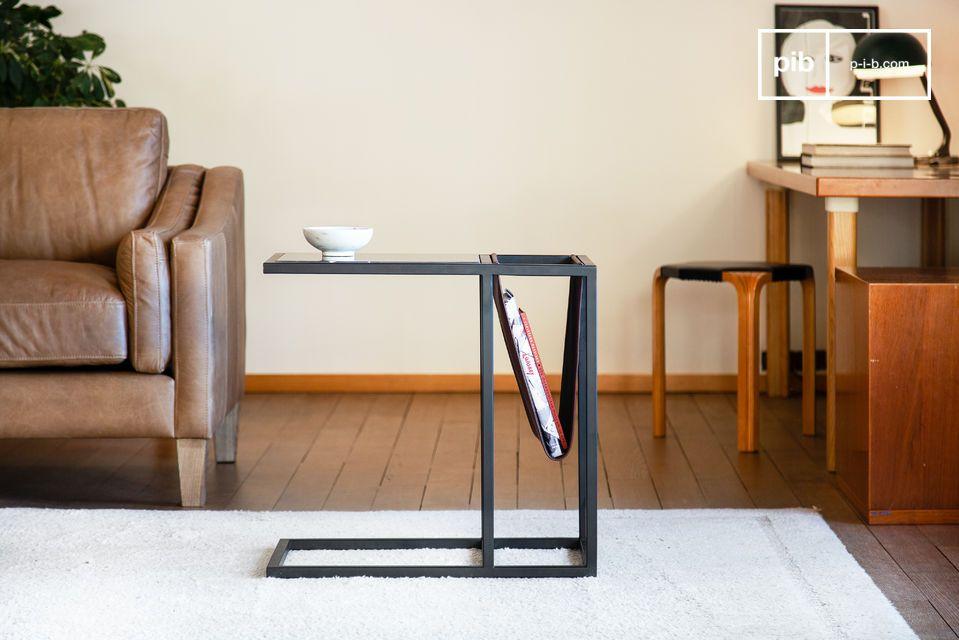 Una mesa de revista en cuero y elegante mármol negro