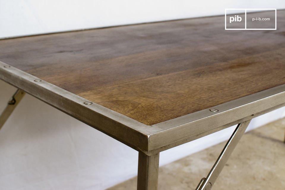 Escritorio o mesa de comedor, práctica y típica del estilo industrial.