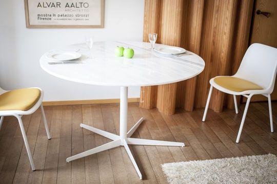 Mesa redonda de mármol blanco Lemvig