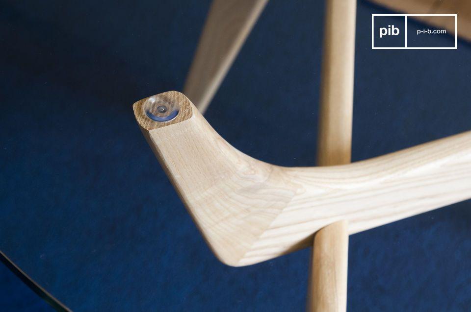 Entre la transparencia del vidrio y la suavidad de la madera clara