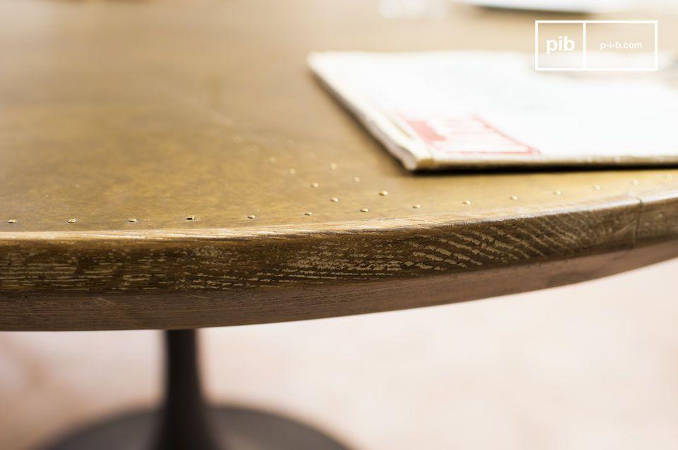La mesa redonda Liverpool combina una línea elegante de la segunda mitad del siglo XX con