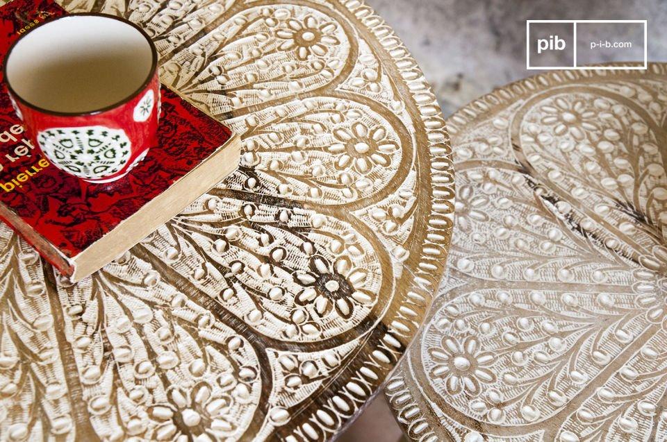 Dos mesas retro con un toque romántico