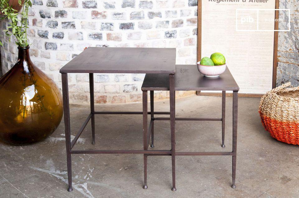 Un par de mesas modulares, ideales en ambos lados de una cama o sofá