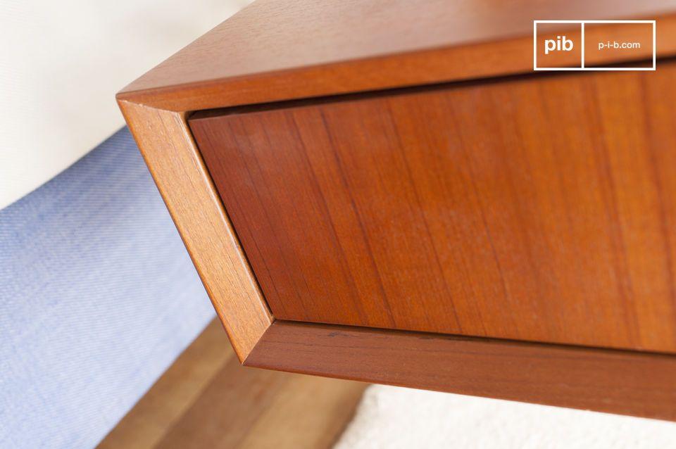 Con su forma rectangular y su gran cajón