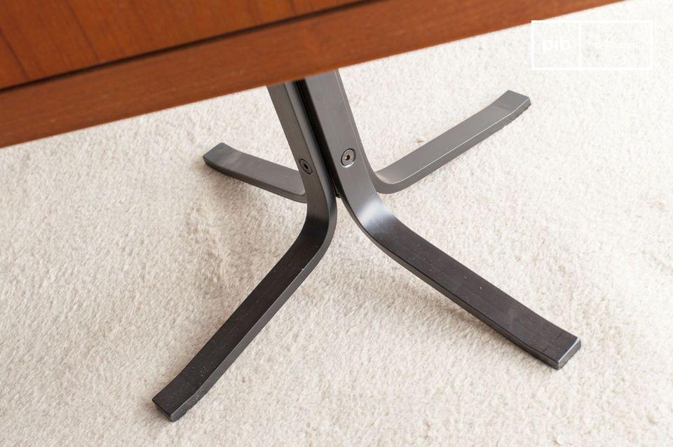 El interior es espacioso y ofrece a esta mesa una excelente capacidad
