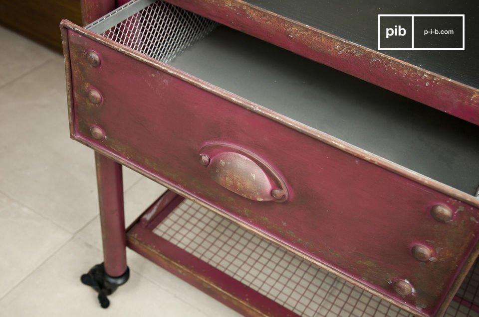 Un practico mueble robusto con un esilo loft colorido