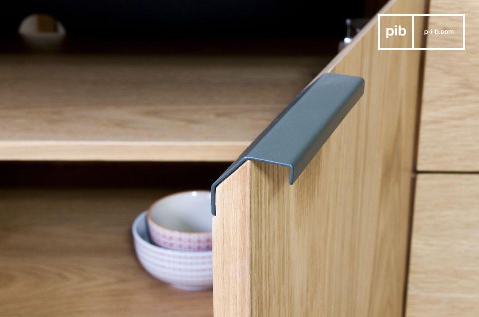 Tanto si se utiliza como un mueble para almacenar los platos o una comoda para tv