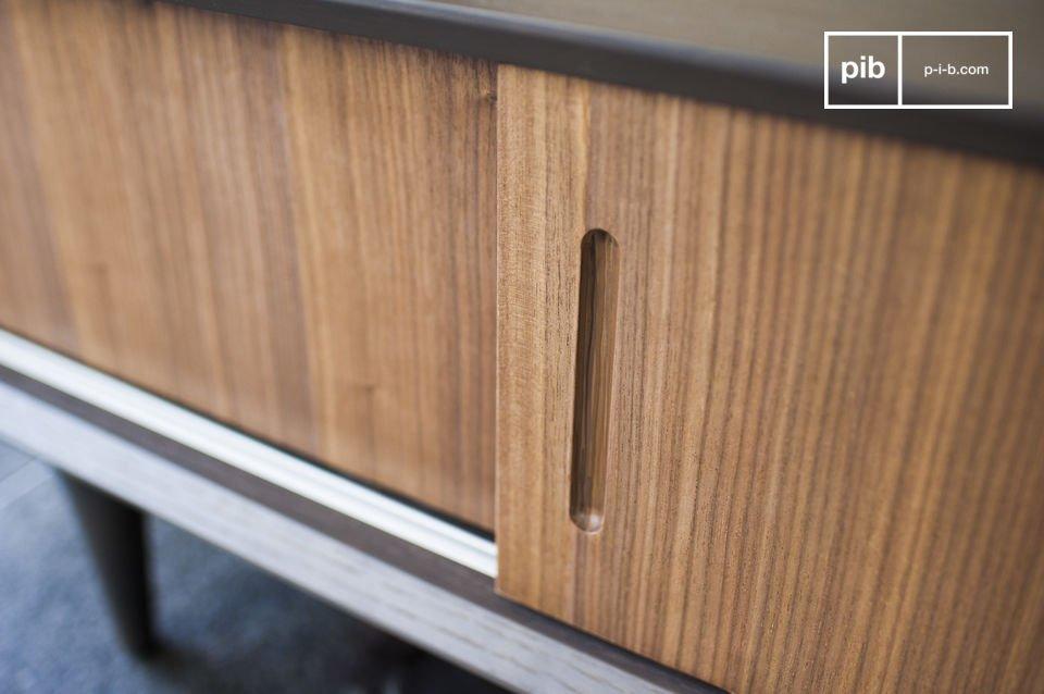 El contraste de madera y el diseño de los 60