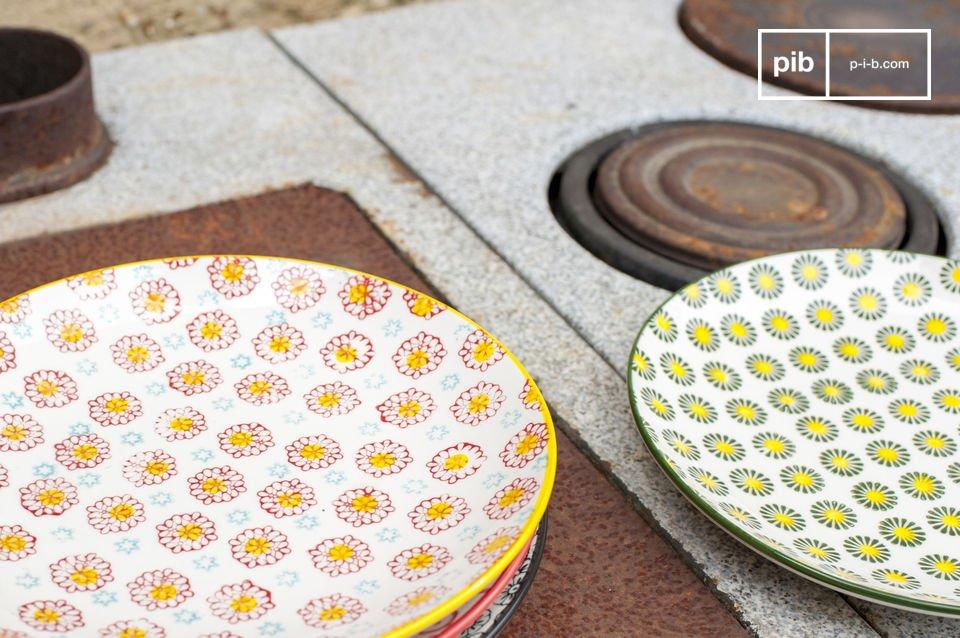 Estos platos están hechos de porcelana y tienen un diámetro de 21
