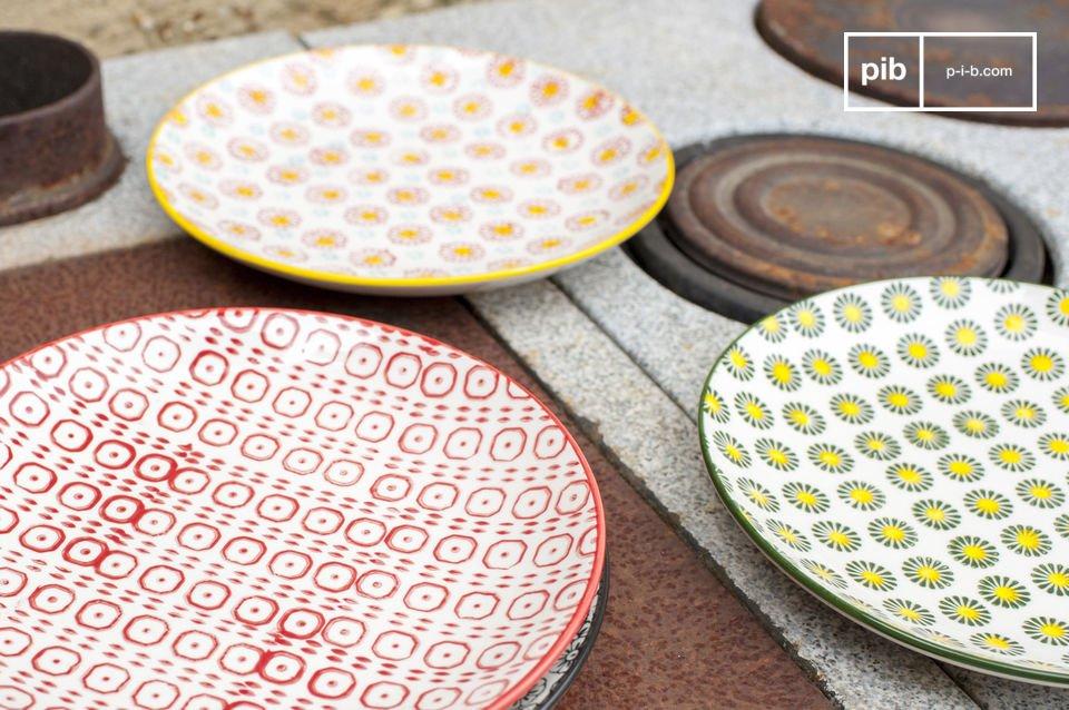 Cada uno de los 4 platos tiene un motivo de color diferente