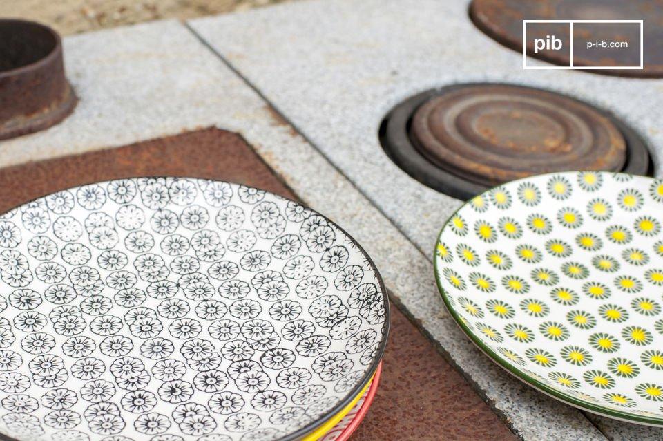 Los platos de postre Julia darán un encanto retro a sus interiores y para su mesa de comedor