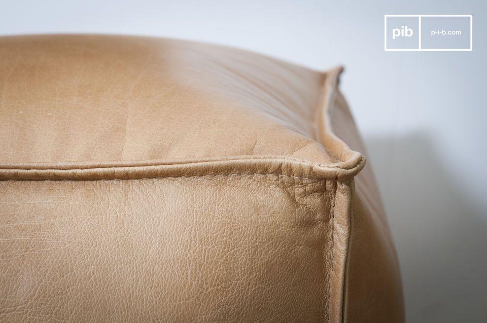 El puf de cuero Marsliden es tan apreciado por sus dimensiones ideales como por la elegancia de su