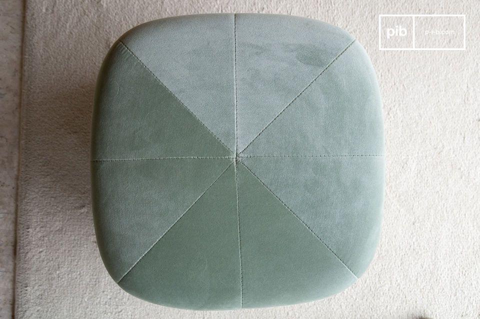 Combinando la suavidad de un terciopelo de alta gama y la modernidad de una forma geométrica con