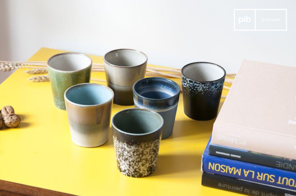 Un conjunto de 6 tazas de cerámica que obtiene su estilo de los platos de los años 70