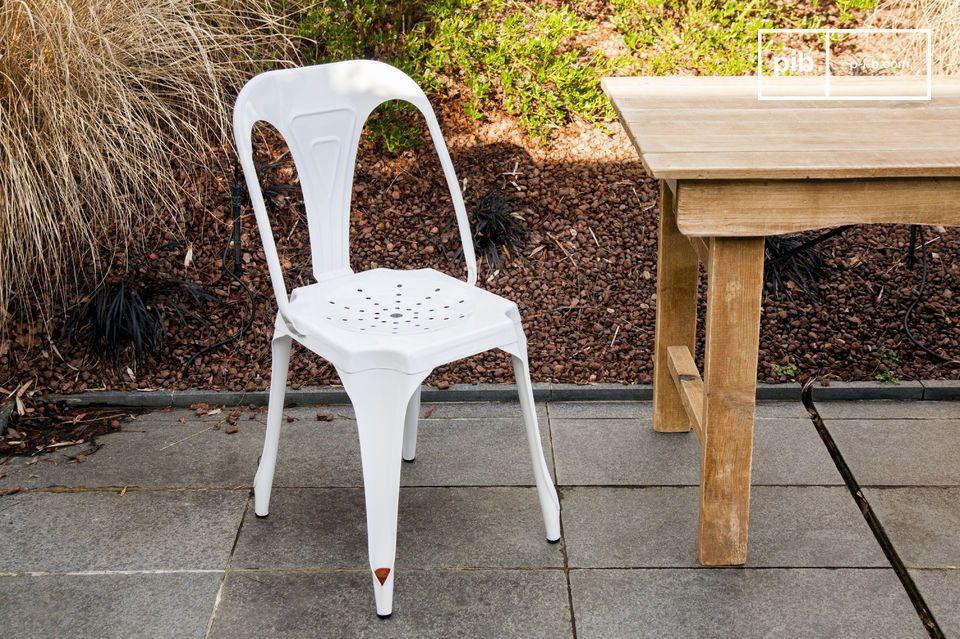La silla del Multiple blanco es una silla robusta y ligera
