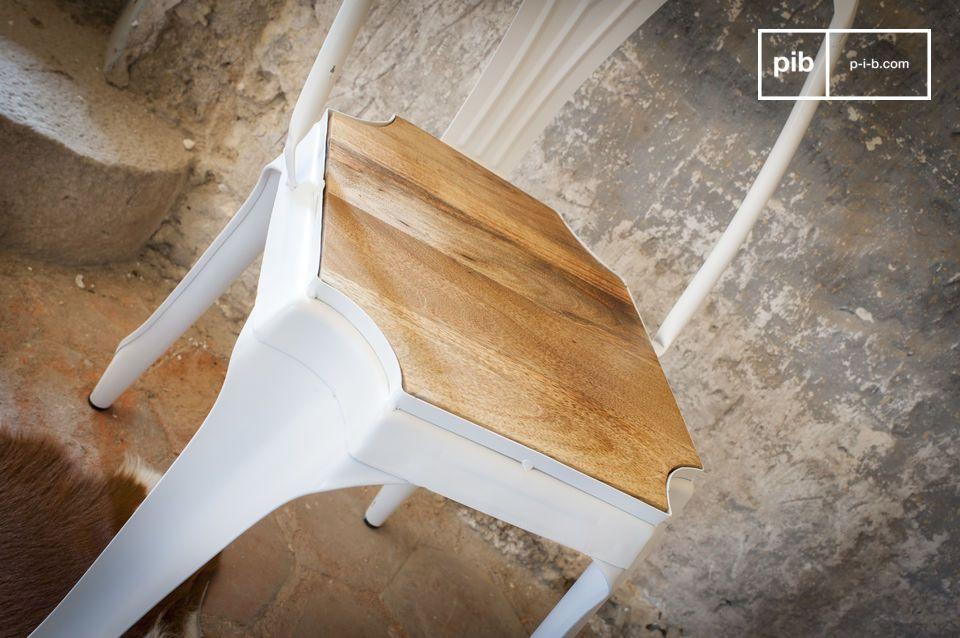Bonita combinación de madera con metal blanco