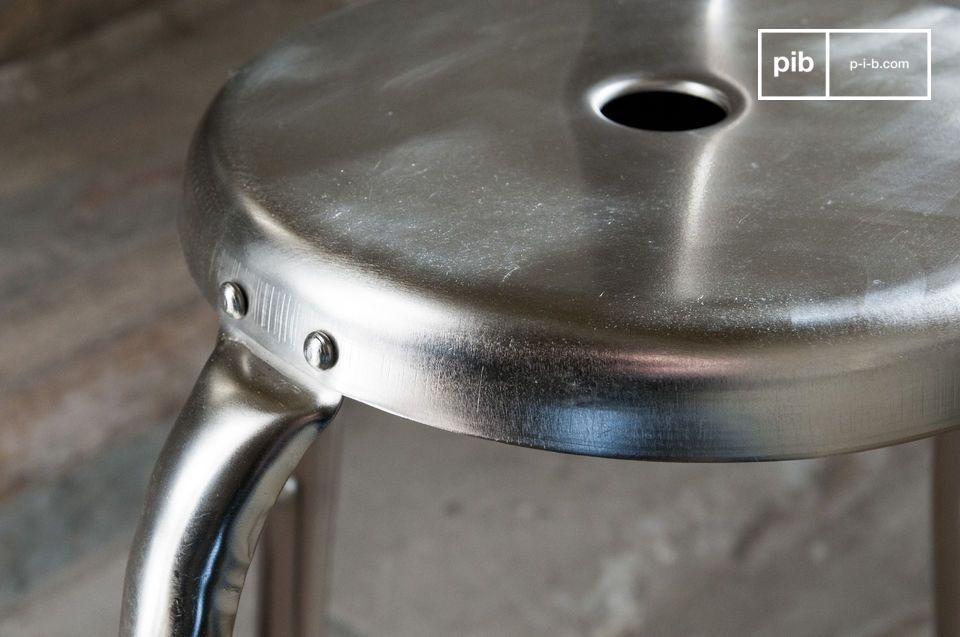 Opte por una silla de bar industrial 100% vintage que traerá un espíritu metálico crudo a su mesa