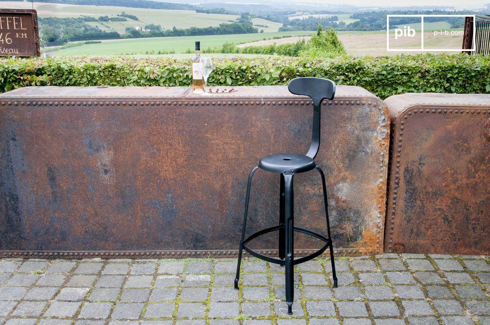 Un silla de bar que combina confort y estilo industrial vintage