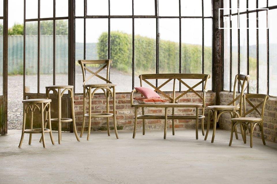 Los taburetes de bar de diseño Pampelune se caracteriza por un estilo retro visible y dará un
