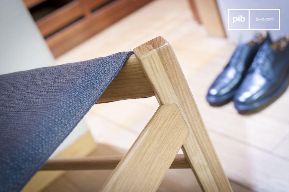 Confort de asiento y madera clara para una silla con detalles nórdicos