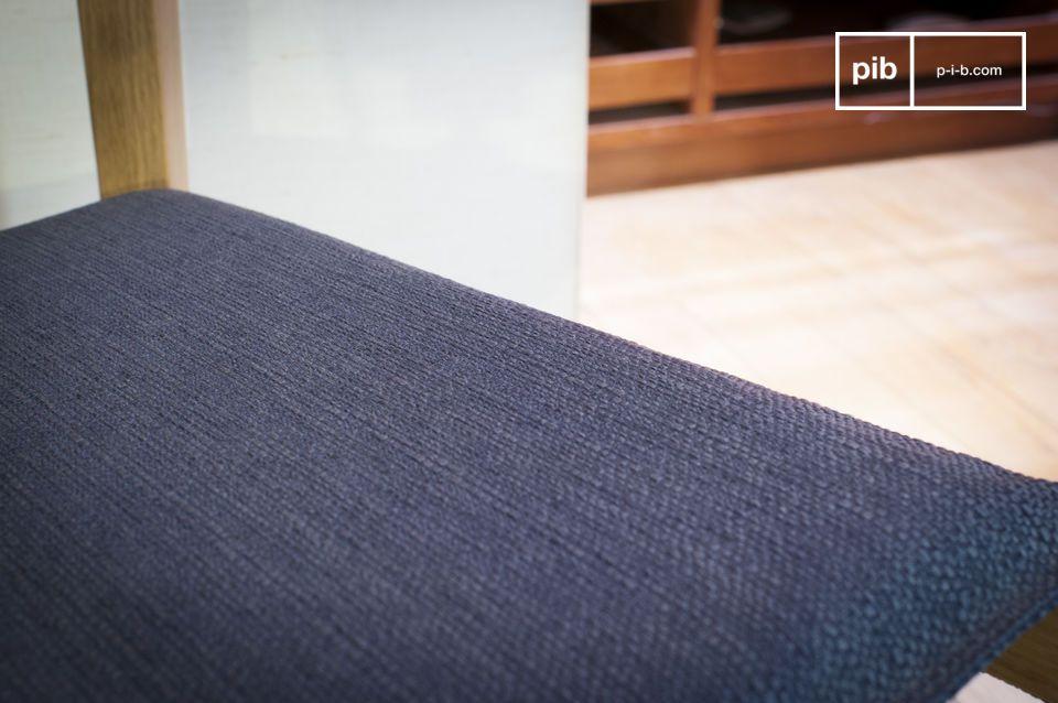 La silla de madera clara Elena está hecha completamente de roble