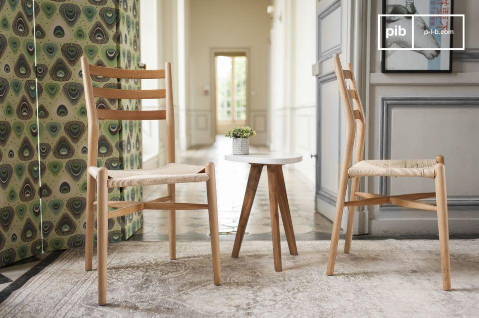 Una silla con diseño elegante, ideal alrededor de la mesa de comer