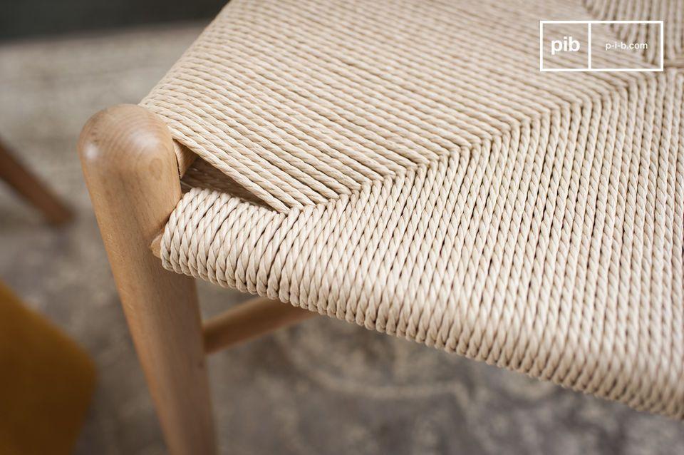 Un diseño liso y suave en madera barnizada