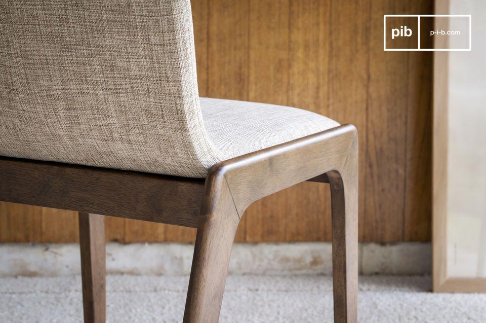 Una silla robusta y cómoda, para rodear una hermosa mesa, o como una elegante silla de trabajo