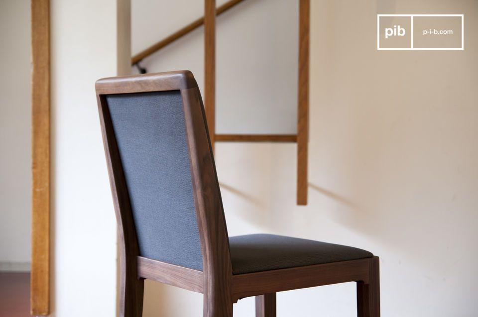 Disfruta de las líneas de la silla de Hemet rectas que poseen una cierta suavidad