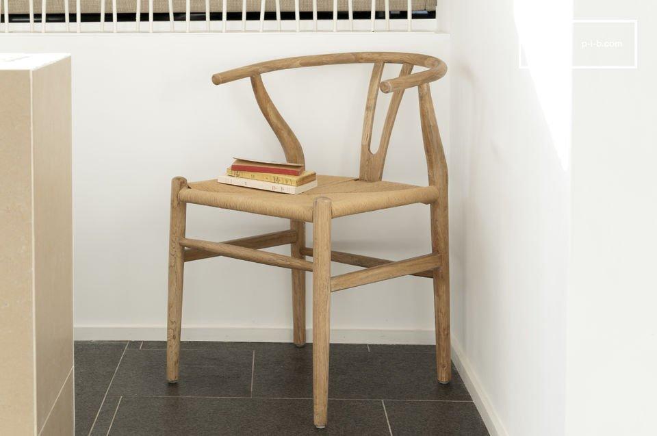 Diseñada por completo con roble, la silla Mänttä combina un diseño vintage, robustez y confort