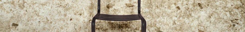 Descriptivo Materiales  Silla Pretty barnizada con metal oscuro