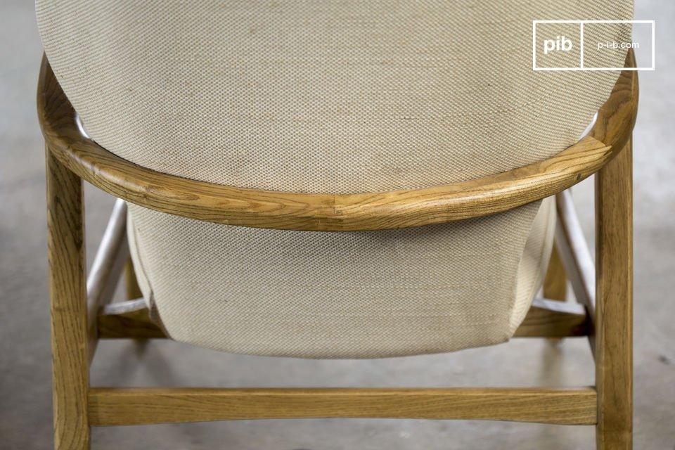 El asiento está hecho de almohadillas extraíbles, relleno con espuma