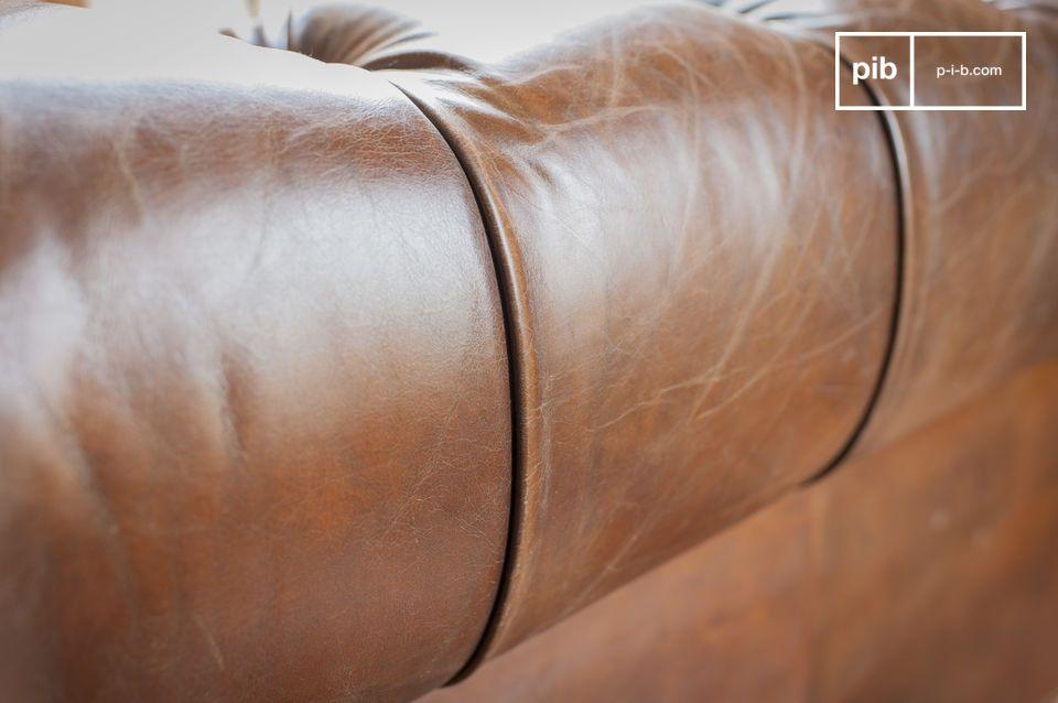 El asiento tiene una suavidad inalterable gracias a sus correas y resortes bicónicos en los que