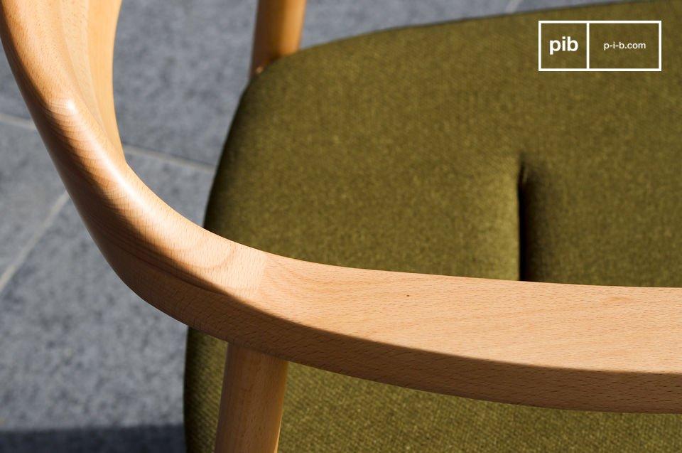 Este asiento está relleno de espuma cubierta con una tela gruesa