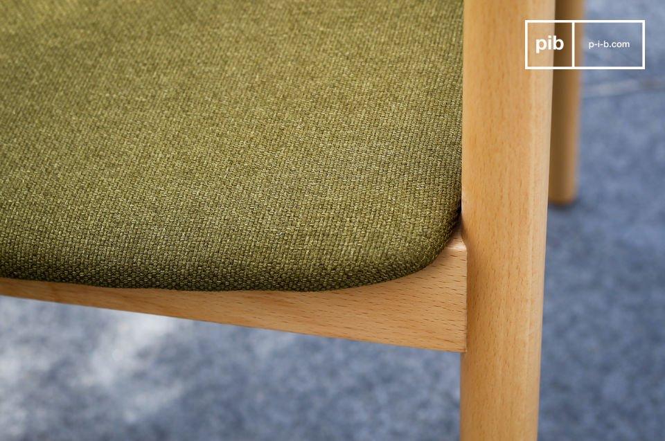 El color verde de su asiento es una reminiscencia de los colores escandinavos emblemáticos de la