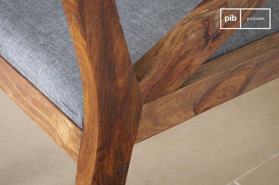 Cómodo asiento y la elegancia de la madera oscura