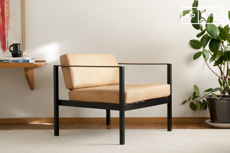 Un sillón de cuero con un refinado espíritu vintage escandinavo