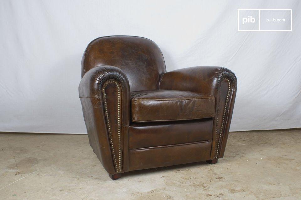 Este sillón de cuero club típico de caballeros Ingleses es de cuero viejo pigmentado