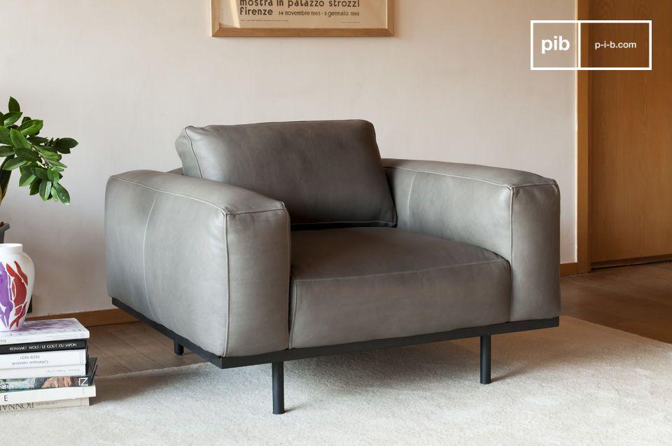 Un sillón con carácter en piel gris, inspirado en los modelos de los años 60.