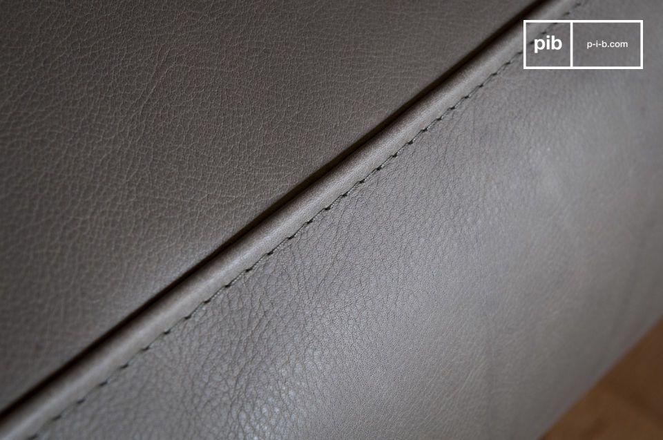 Con sus líneas vintage inspiradas en los años 60 y su estructura de cuero gris