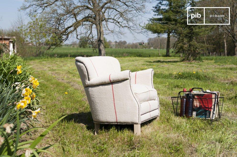 Tome asiento en este sillón Fontaine y usted podrá apreciar la comodidad de su grueso cojín del