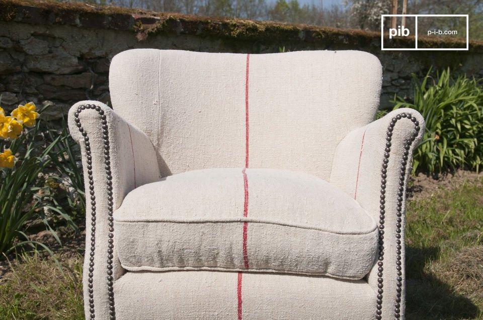 Sus líneas rojas le añadirán un toque moderno a esta silla