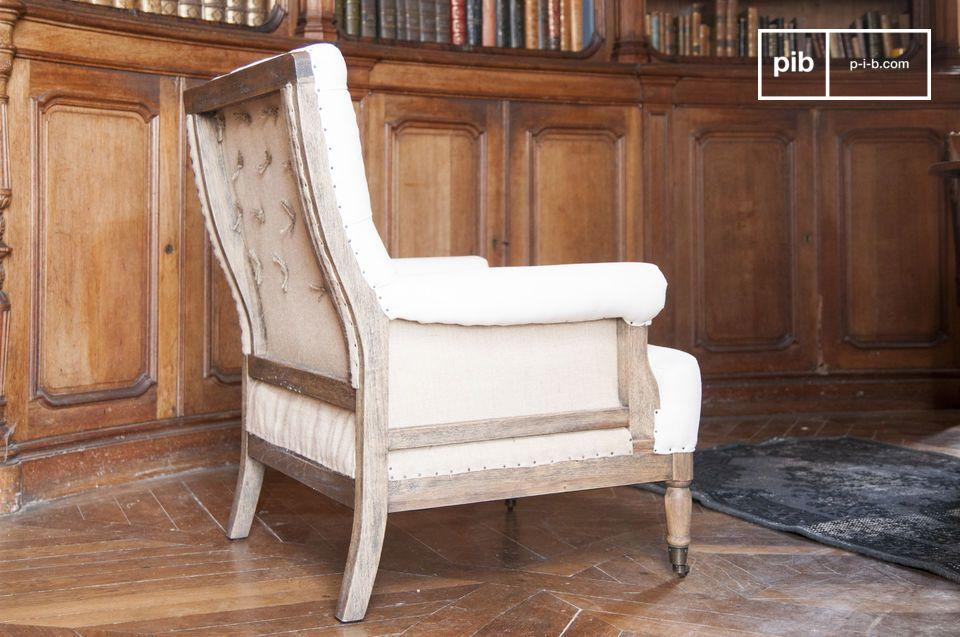 La estructura del sillón Edmond está hecho de madera maciza