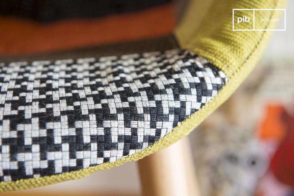La silla de tejido mezclado muestra elegancia y originalidad