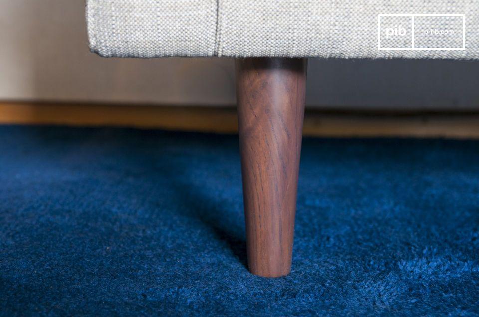 El Sillón de tela Silkeborg tiene formas regulares y acogedoras