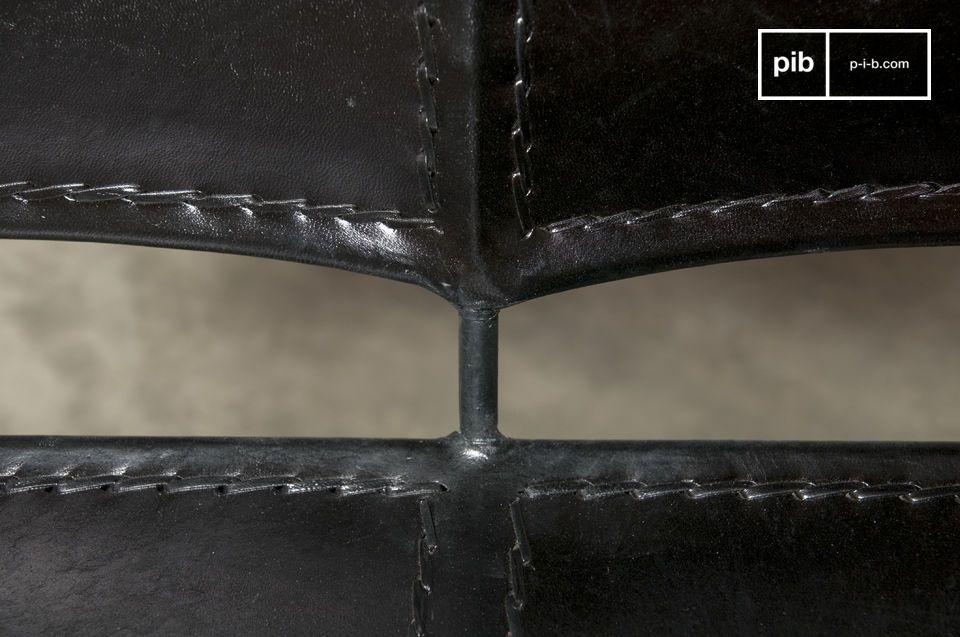 Un sillón doble 100% metálico y de cuero que le dará un una personalidad completamente vintage a